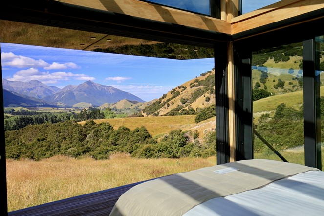 Manakau PurePod, immerse yourself in nature from the comfort of the bed