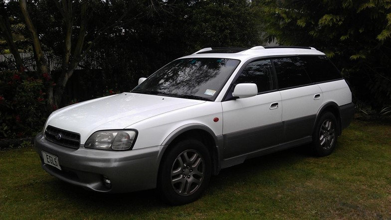 5 door 4x4 station wagons for hire in manual and automatic. Ideal for winter holidays.